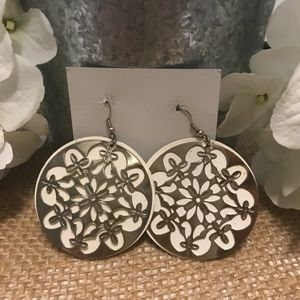 Beautiful Round White/Gold Earrings